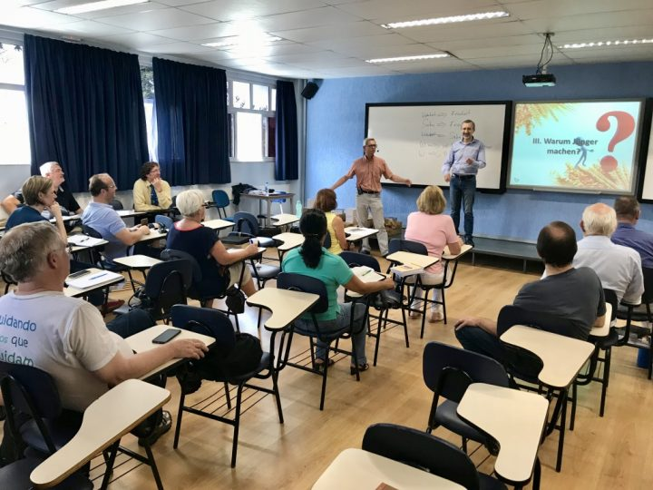Willi Daiker teaching the Portuguese Edition of Becoming A Disciple-Maker
